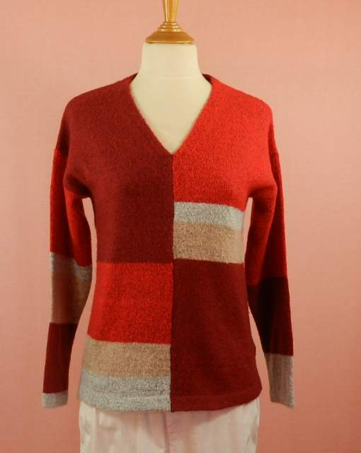 pull femme coupe droite - col V - rouge dominant